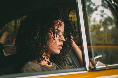 curly+hair+in+car